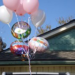 The balloons to identify the house