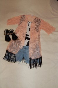 LuLaRoe Monroe Peach Lace Kimono, Black and white patterned shirt, cutoffs, black sandals